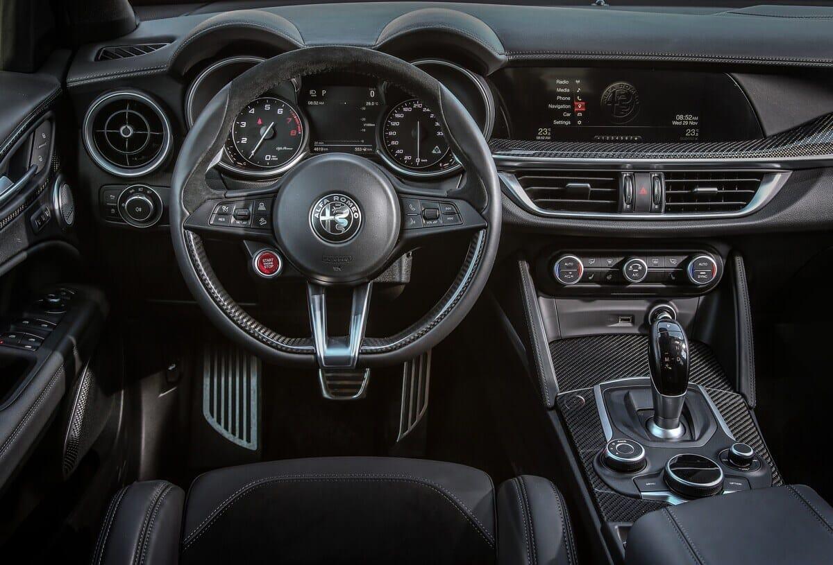 Alfa Romeo Stelvio Quadrifoglio Cockpit