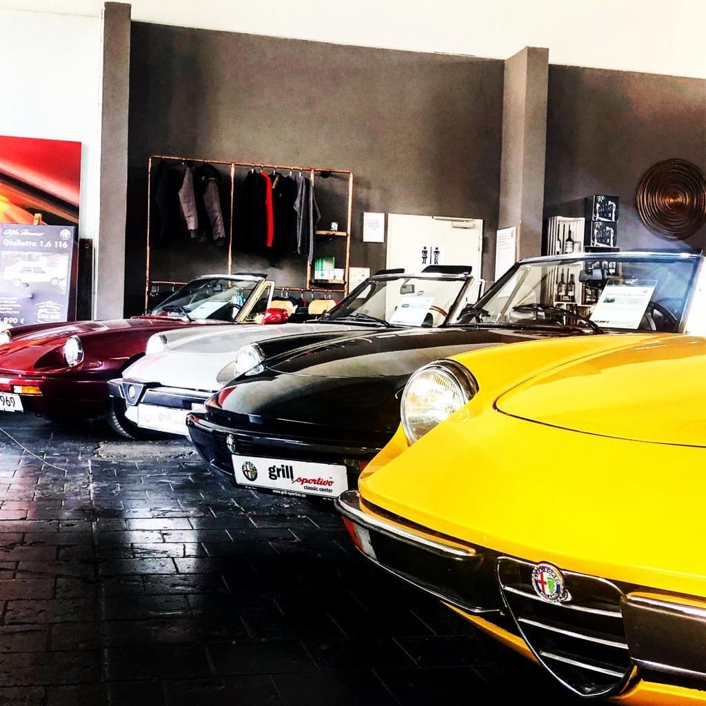 Alfa Romeo Gebrauchtwagen Verkaufsraum bei grill sportivo automotive GmbH in München